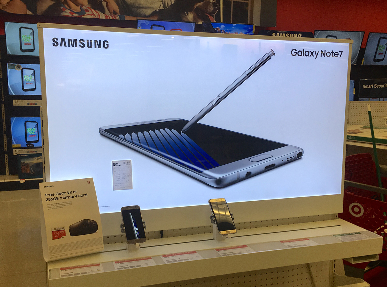 A photograph shows a large display of the Samsung Galaxy note smart phone, with a stylus pen touching the screen.