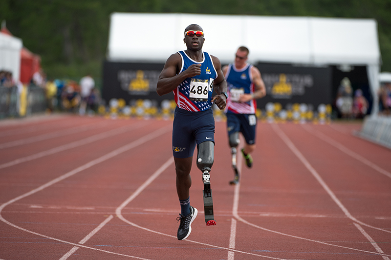 A photo shows U.S. Army veteran and captain of the U.S. Invictus team Will Reynolds races to a finish line with an artificial leg during the 2016 Invictus Games in Orlando.