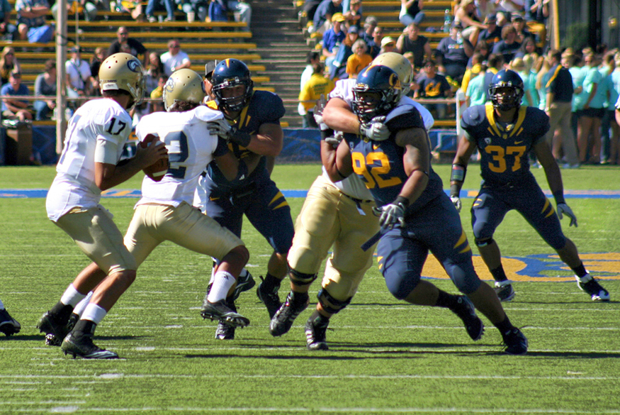Action photo from a college football game.