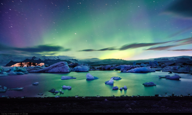 An image of the glow of an aurora in the sky.