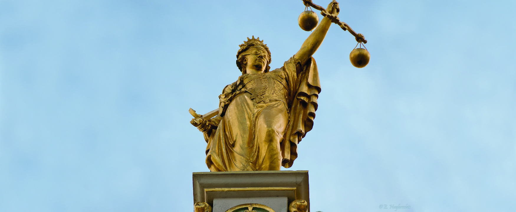 A photo of a statue depicting the figure of Justice.